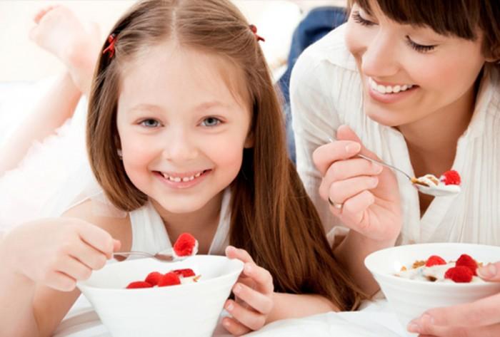 Cho trẻ ăn sữa chua thế nào để tốt?